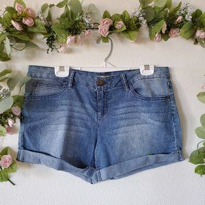 No Boundaries Mid-Rise Cuffed Jean Shorts